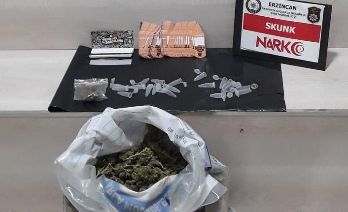 Durdurulan araçta uyuşturucu ele geçirildi