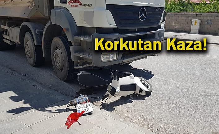 Kamyon ile Motosiklet çarpıştı: 1 yaralı
