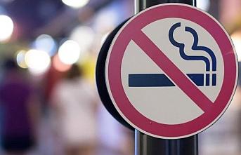 O caddelerde yürürken sigara içmek yasak..