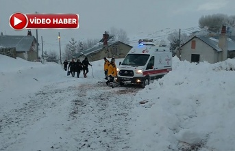 Karlı Yol Açılarak Hastaneye Yetiştirildi