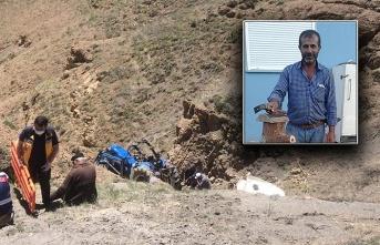 Devrilen Traktörde Muhtar Hayatını Kaybetti