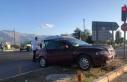 Erzincan'da kavşakta iki araç çarpıştı