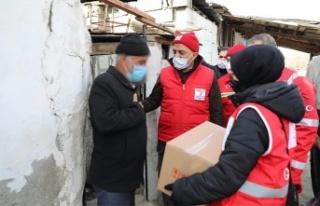 İhtiyaç sahibi ailelere gıda kolisi dağıtıldı