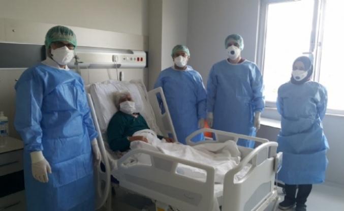 99 Yaşında ki Hasta Korona Virüsü Yendi